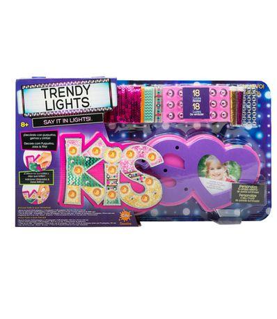 Trendy-Light-Room-Kiss