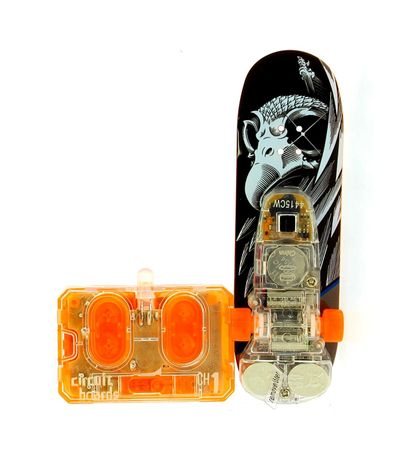 Skate-preto-e-branco-do-dedo-de-RC