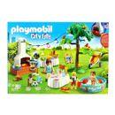 Playmobil-City-Life-Fiesta-en-el-Jardin