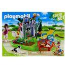 Familia-SuperSet-da-Playmobil-Country-no-jardim