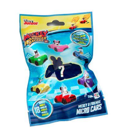 Mickey-et-les-super-pilotes-sur-une-voiture-surprise